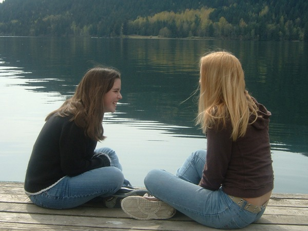 girls_talking_600